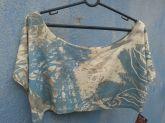 Mini blusa estampada e gola canoa