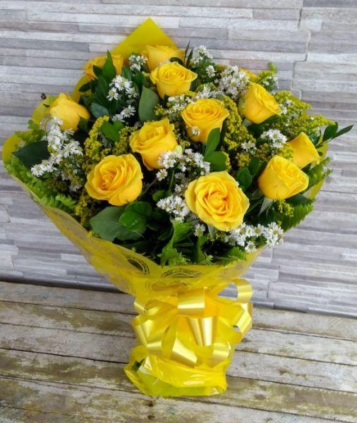 Buque com 12 rosas especiais amarelas
