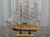 Barco Caravela Decorativo 24 Cm - Réplica em Madeira Maciça