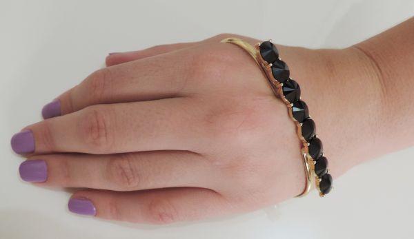 pulseira de mão pedras pretas