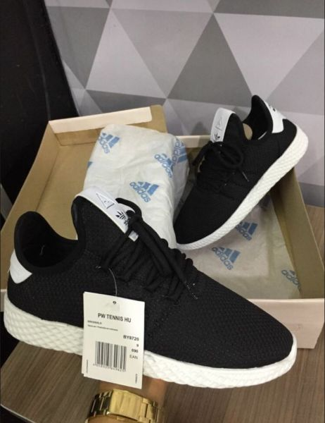 a5458e99758 Tênis Adidas Pharrell Williams Hu Preto c  Branco - Outlet Ser Chic