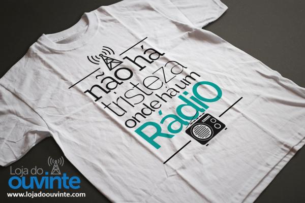 Camiseta T-Shirt - Não há Tristeza onde há um rádio