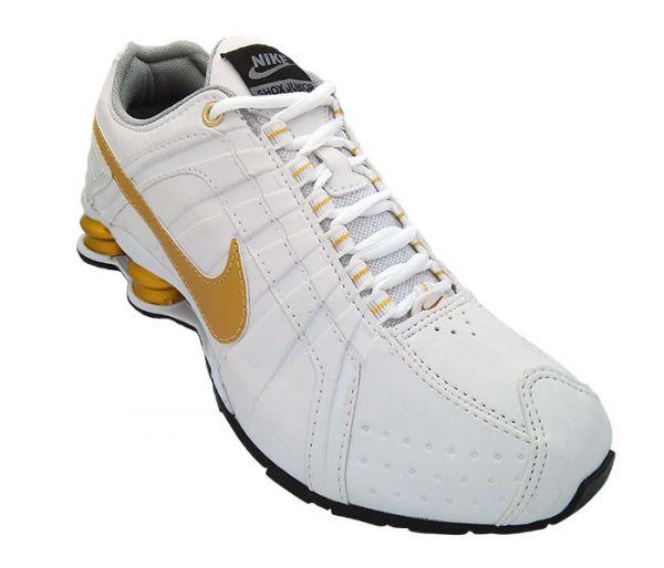 685f3dd82aa Tênis Nike Shox Junior Branco e Dourado - TECNOSTILLUS