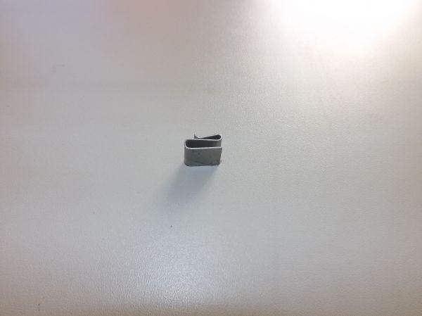 Clip inferior do defletor radiador Hyster FT - Yale VX - 1551663