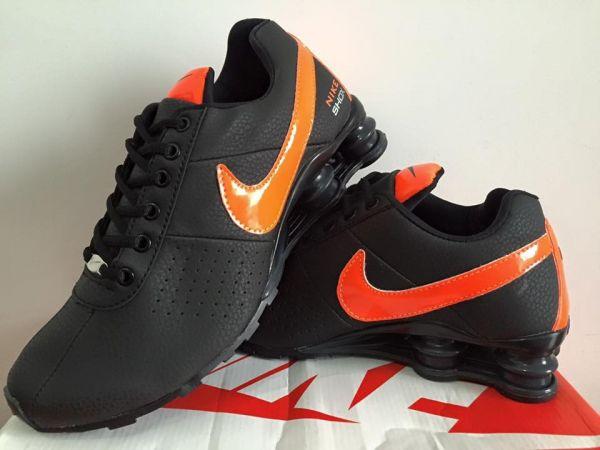 9dbc1f8deed Tênis Nike Shox Preto c  Logo Laranja - Outlet Ser Chic