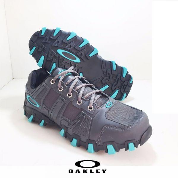 42937087ccbaf Tênis Oakley HardShell Cinza c  Azul - Outlet Ser Chic