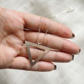 Gargantilha Triângulo Longa