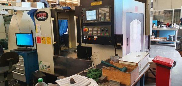 Fresadora CNC Veker MVK-760F Usada