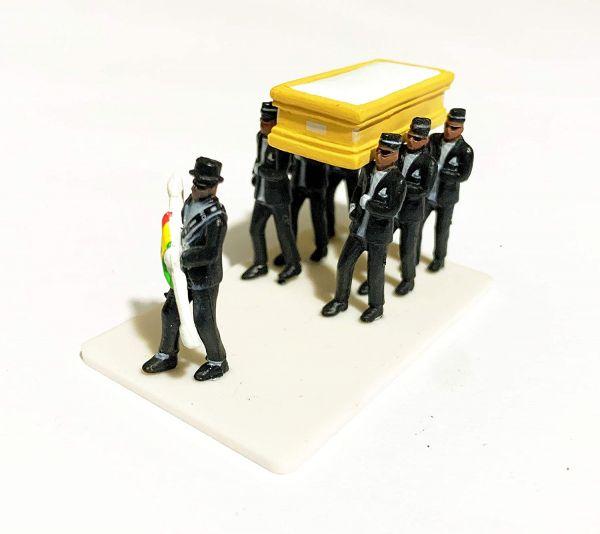 Homens do Caixão Meme Miniatura - 7 Pallbearers + Caixão + Base - 3cm
