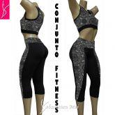 Conjunto fitness (GG-46) preto e estampado, corsário e top cropped