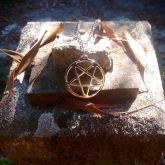 Pentagrama de Ferro com corrente