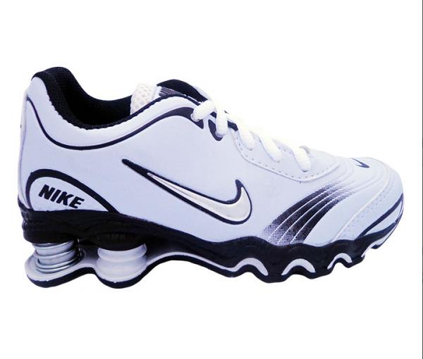quality design 22bb7 6f77d Tênis Infantil Nike Shox Turbo Branco e Preto