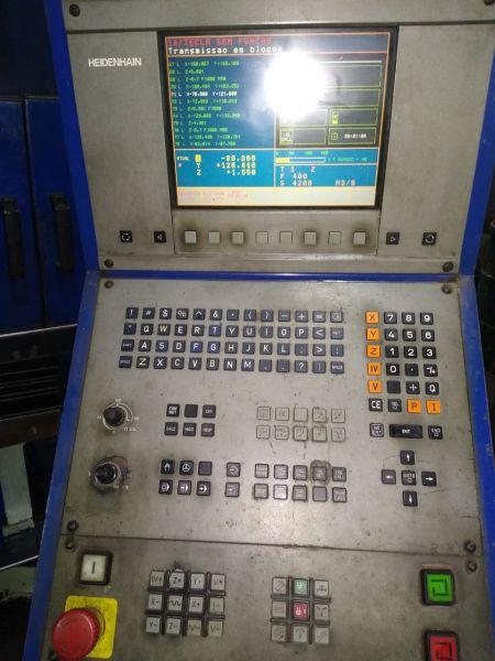 FRESADORA CNC VEKER VK 4400 USADA