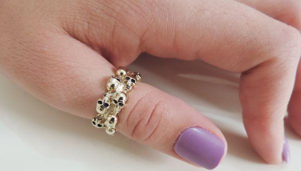 anel skulls dourado