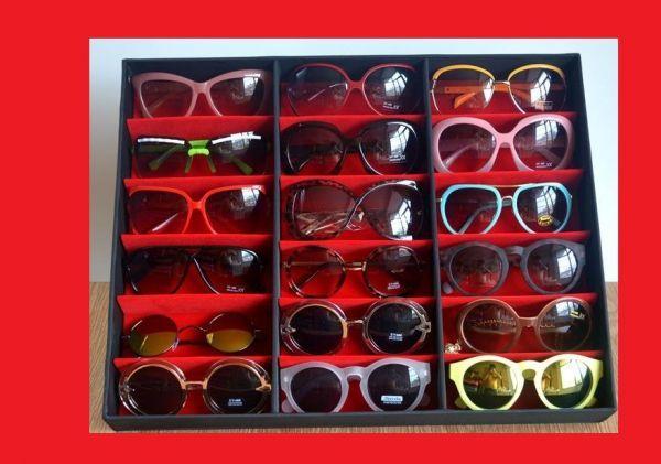 Maleta Expositora para 18 Óculos com Forro em Veludo Vermelho