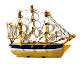 Embarcação Caravela Miniatura de Madeira Branco/Madeira 8cm