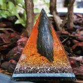 81312 - Pirâmide da Bruxa com Olho de Gato Preto