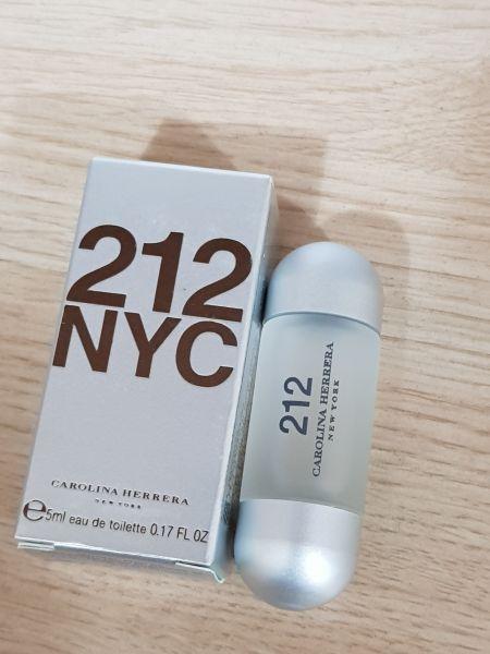 Miniatura  Perfume 212 NYC   Feminino 5 ml Carolina Herrera