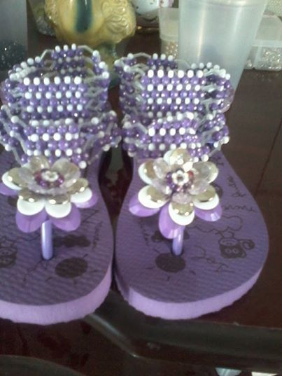 89b89503e sandálias decoradas olha que linda - Loja de maryanita