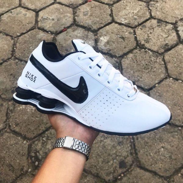 acbc72363d8 Tênis Nike Shox Deliver Branco c  Logo Preto - Outlet Ser Chic