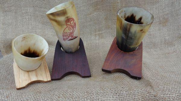 Suporte de madeira para drinking horns