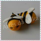 Aplique de abelhinha em biscuit