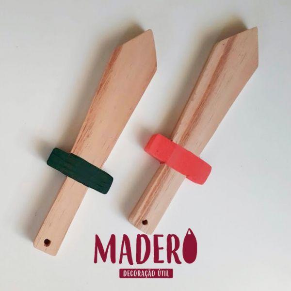 Espada de madeira