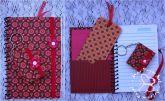 Kit caderneta, chaveiro e marca página Floral vermelho