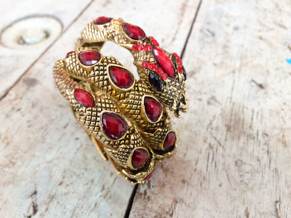 Bracelete Serpente Dourado com Pedras Opacas
