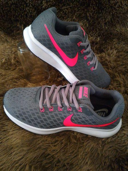 Tênis Feminino Nike Leve Corrida Caminhada Academia Run Top