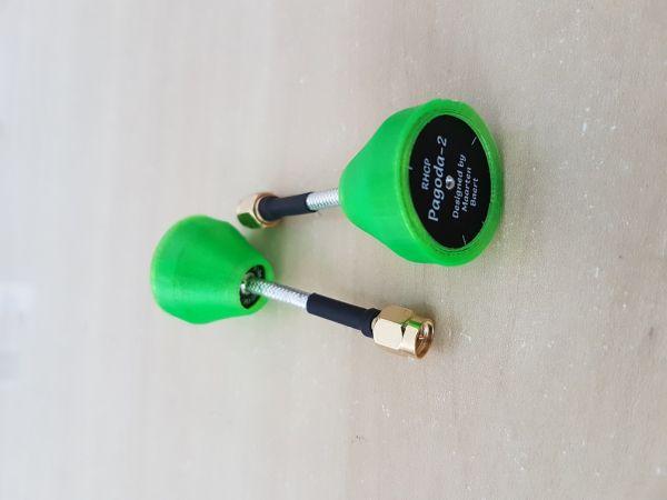 02 Antenas Pagoda 2 RHCP / 5.8GHZ / Comprimento 55mm / Conector SMA C/ Proteção em TPU Cor Verde