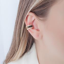 Piercing Fake Folheado Ouro 18K com Baguete Cristal Negro e Micro Zircônia Cristal