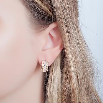 Brinco Argola Folheado Ouro 18K com Cristal Oval Rosa Leitoso e Micro Zircônia Cristal