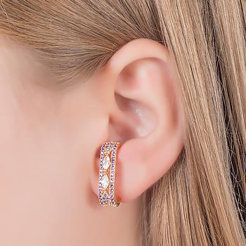 Brinco Ear Hook Folheado Ouro 18K com Micro Zircônia Roxa e Navete Cristal
