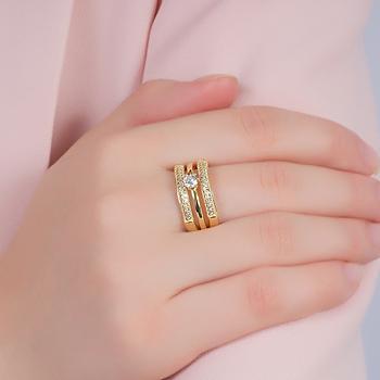 Anel Folheado Ouro 18K com 2 Fileiras de Micro Zircônia Cristal e 1 Fileira Lisa com Ponto de Luz