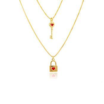 Colar Duplo Folheado Ouro 18K Chave e Cadeado com Resina Vermelha