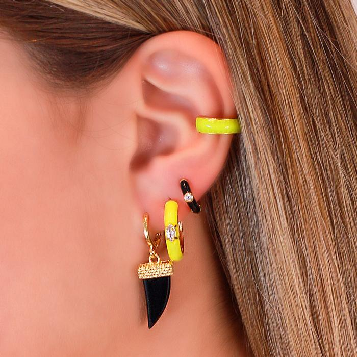Piercing Fake Folheado Ouro 18K Meia Argola com Resina Amarelo Neon