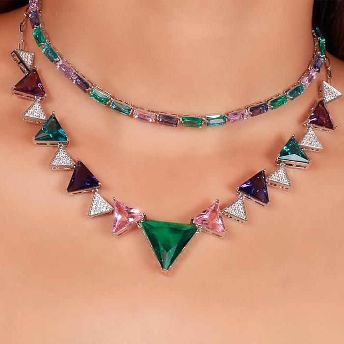 Colar Folheado Ródio com Cristal Colorido Triangular e Micro Zircônia Cristal