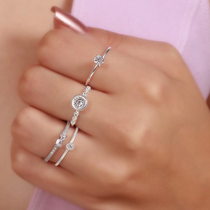 Anel Prata 925 com Zircônia Cristal e Ponto de Luz Elevado