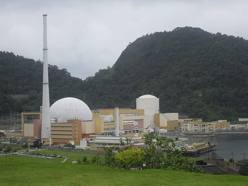 Angra 1, primeira usina nuclear inaugurada no Brasil.