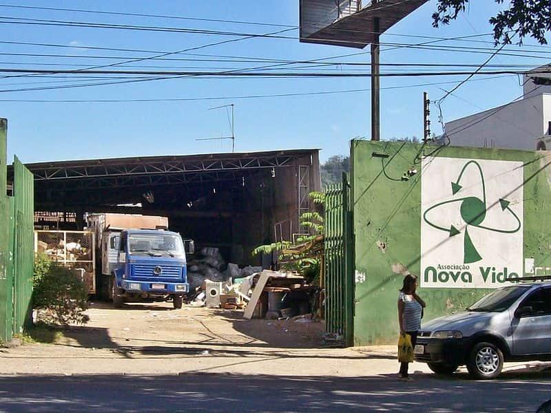 Cooperativa de catadores de lixo reciclável localizada no município de Coronel Fabriciano-MG.