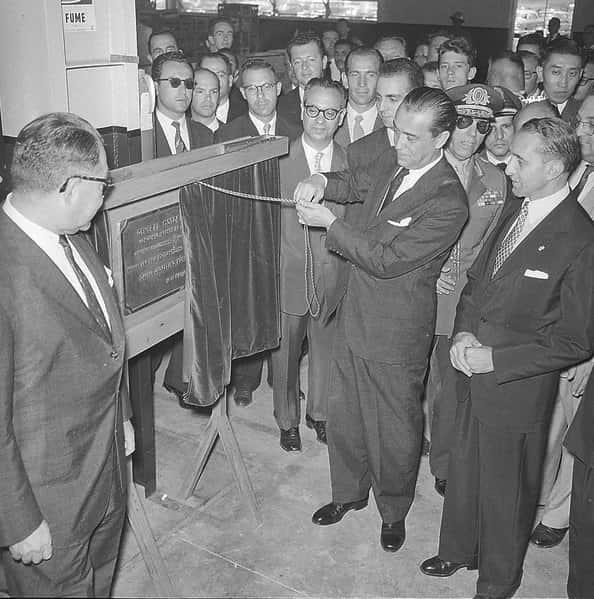 Inauguração de fábrica automobilística em 1959.