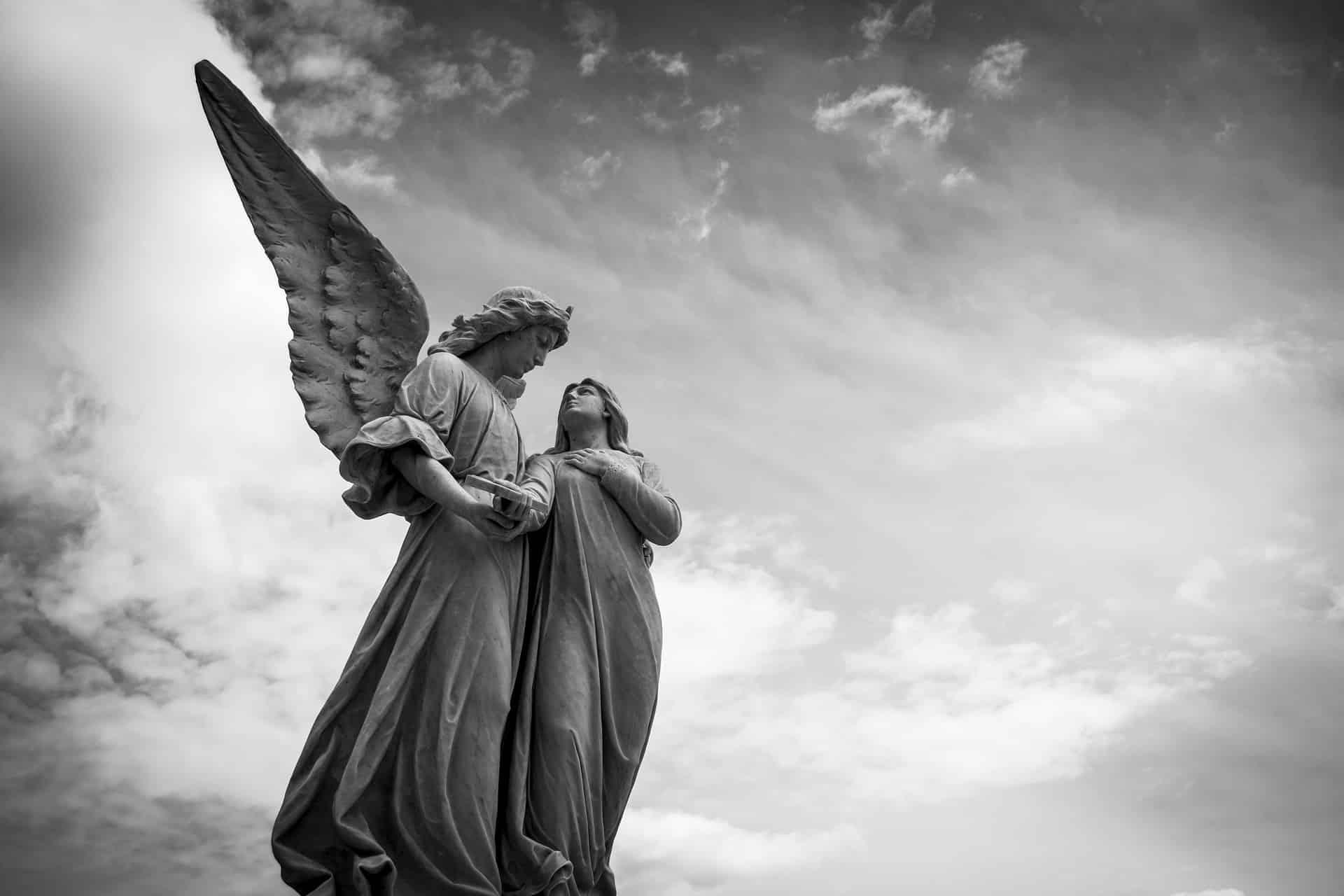 Esculturas de anjos.