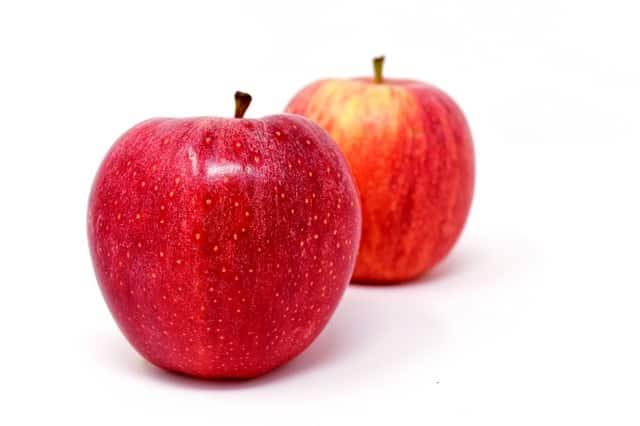 Exemplo de pseudofruto como a maçã, que é originada do desenvolvimento do receptáculo floral.