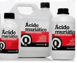 Galões de ácido muriático.