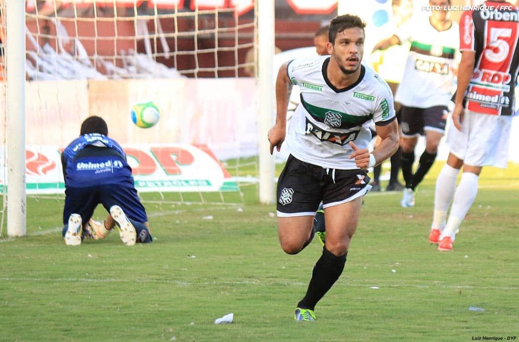 Éverton Santos Joinville-2-x-1-Figueirense---Final-Campeonato-Catarinense-2014_13681904545_o