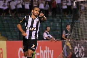 """Decisivo, Clayton se torna o """"homem gol"""" do Figueirense"""