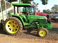 Trator John Deere 5600 4x4 ano