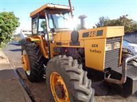 Trator Valtra/Valmet 148 4x4 ano 89