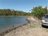 Rancho no lago do Tocantins